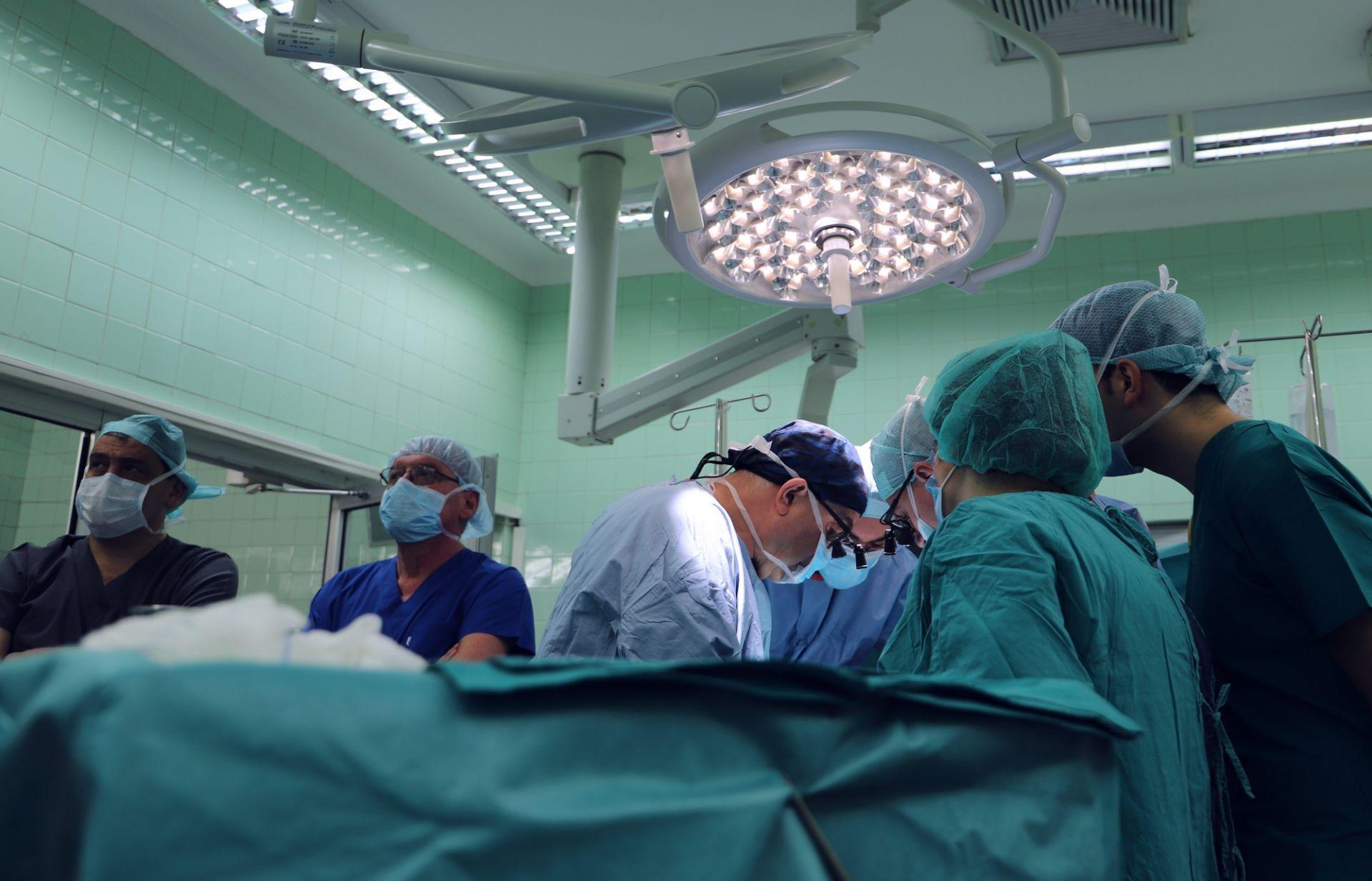 Спасиха живота на 10-годишно момче с тумор около аортата