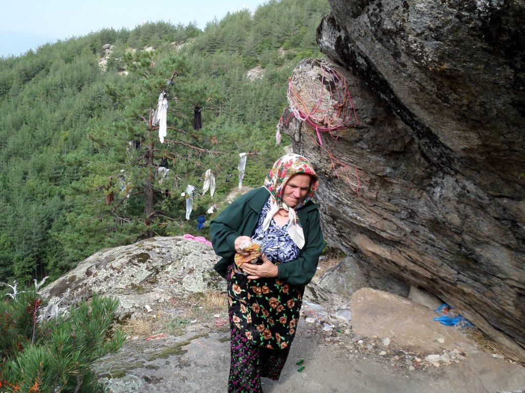 Лечителката от Крибул: Преборих рак на Скрибина, тук Бог дава здраве на безплодни, неми, сакати