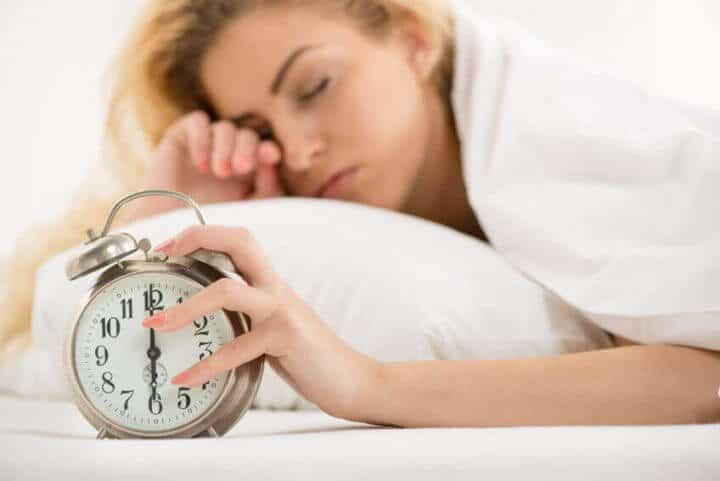 Смесете тези 2 неща преди да си легнете и сложете край на сутрешната умора