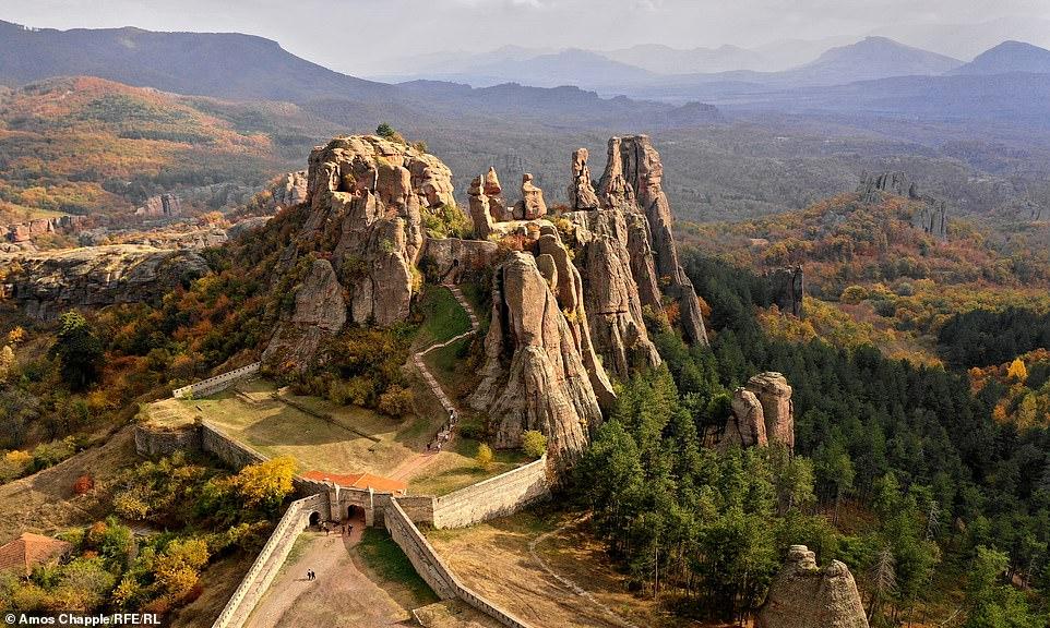 Известен фотограф от  Свободна Европа засне с дрон България - приказна, но и многострадална!