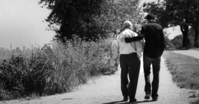 Баща даде на сина си най-добрия съвет, когато тръгна да се жени - Синко, отивах под прозореца на майка ти, да хвърлям камъчета