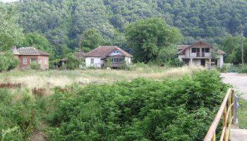 Къщи като палати с няколко декари в Северозападна България се продават за смешни суми