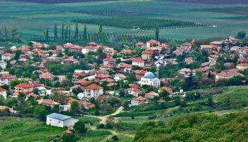 Вижте кое е селото, в което пенсионерите сутрин започват с уиски и се радват на пенсии от по 900 лв (Подробности)