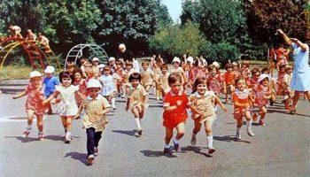 Посвещава се на децата на 60-те,70-те и 80-те години на 20 век...