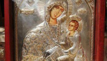 Мощна молитва към Богородица Скоропослушница, която чува всички молби в трудни моменти