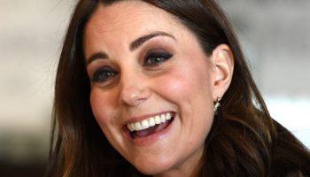 Кейт зарадва всички с тези непринудени снимки по къси гащи с малката принцеса [снимки]