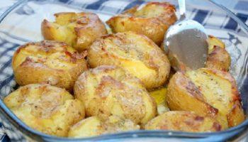 Снощи какви картофки изпекох, съсипахме се да ядем, не мога да не ви кажа тази божествена рецепта