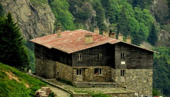 В Балкана: Хижа посреща с чай и библиотека