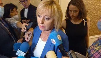 Мая Манолова също обяви, че преговаря с Кирил Петков и Асен Василев, очаква се утре да има сделка