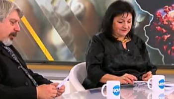 Двама траурни агенти, облечени в тържествено черно, се явиха в телевизионно студио